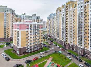 Вид на многоэтажные корпуса ЖК Видный берег